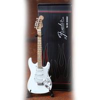 Axe Heaven : Fender Stratocaster White